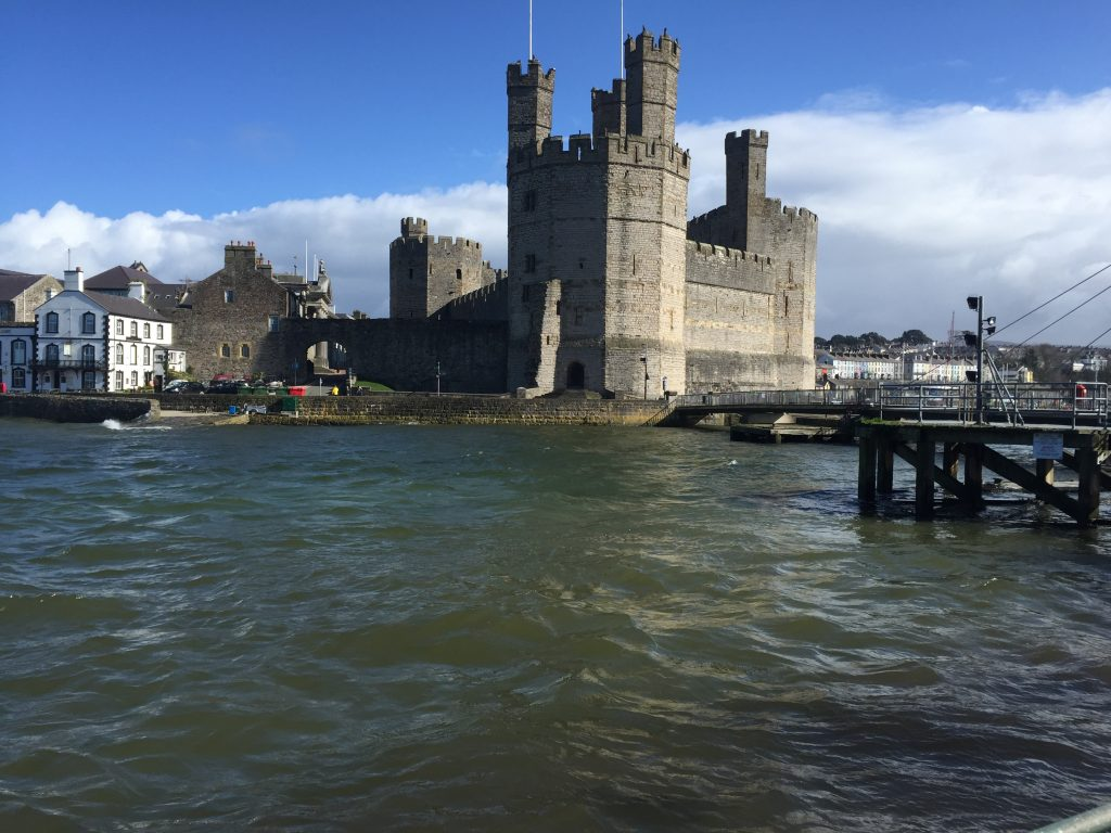 Cearnarfon Castle at high tide